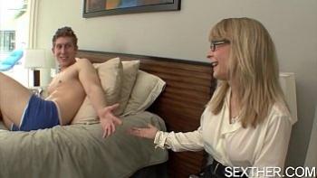 Зрелая женщина кончает секс видео
